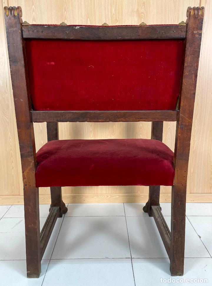 Antigüedades: Pareja de sillones neogóticos de nogal y policromía dorada tapizados terciopelo rojo con tachuelas - Foto 11 - 269354423