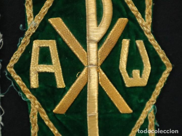 Antigüedades: Tres sedas bordadas con hilo de oro en motivos religiosos. Pps. S. XX. - Foto 12 - 269496783