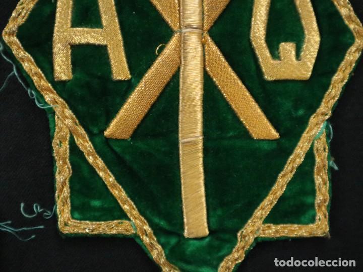Antigüedades: Tres sedas bordadas con hilo de oro en motivos religiosos. Pps. S. XX. - Foto 13 - 269496783