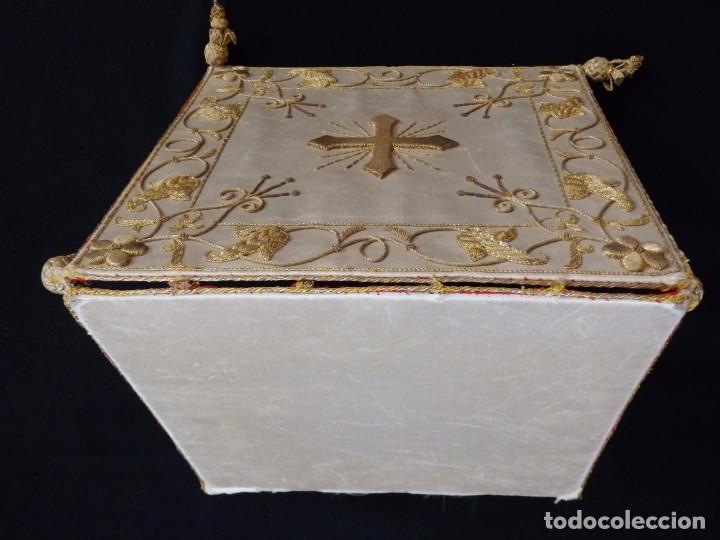 Antigüedades: Bolsa de corporales confeccionada en seda bordada con hilo de oro. Pps. S. XX. - Foto 3 - 269497168