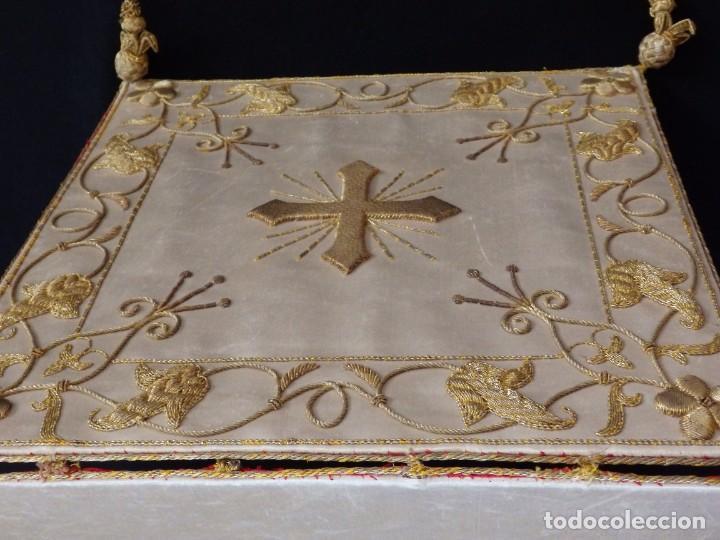 Antigüedades: Bolsa de corporales confeccionada en seda bordada con hilo de oro. Pps. S. XX. - Foto 4 - 269497168