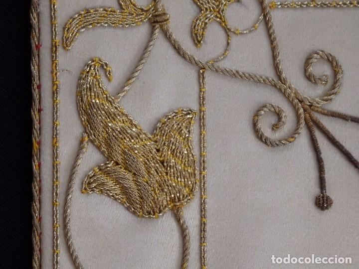 Antigüedades: Bolsa de corporales confeccionada en seda bordada con hilo de oro. Pps. S. XX. - Foto 9 - 269497168