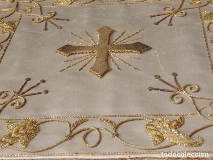 Antigüedades: Bolsa de corporales confeccionada en seda bordada con hilo de oro. Pps. S. XX. - Foto 11 - 269497168