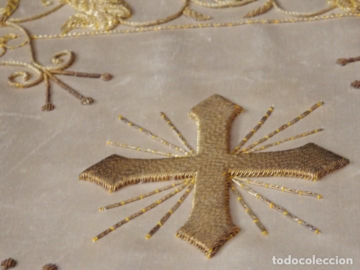 Antigüedades: Bolsa de corporales confeccionada en seda bordada con hilo de oro. Pps. S. XX. - Foto 12 - 269497168