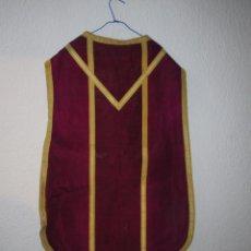 Antigüedades: CASULLA MORADA. Lote 269579968