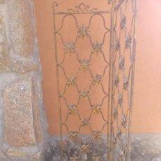 Antigüedades: ANTIGUO BIOMBO IMITACIÓN BRONCE.. Lote 269605743