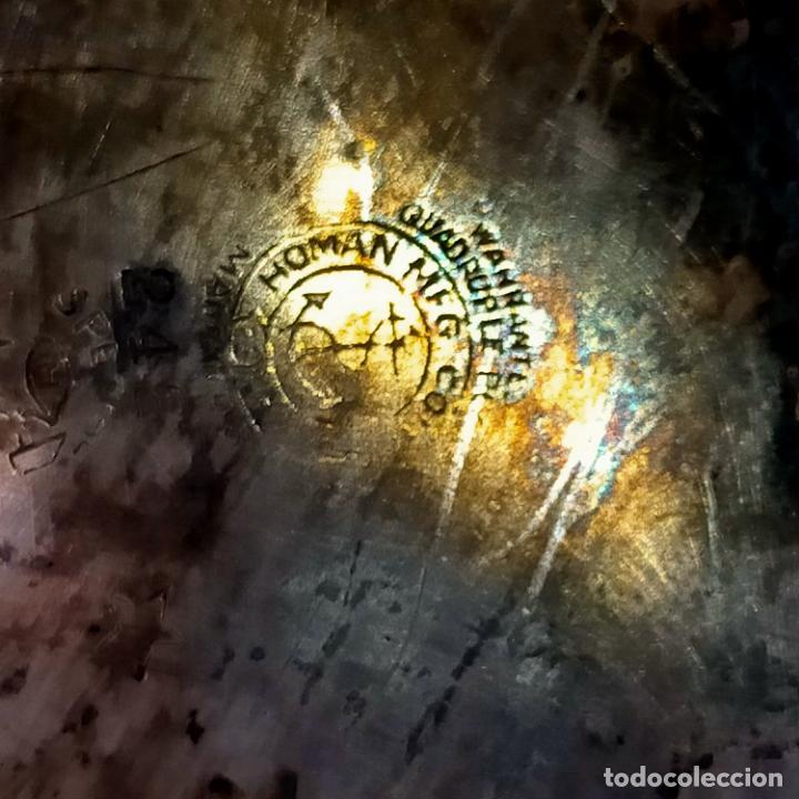 Antigüedades: ESPECTACULAR ANTIGUA BANDEJA METAL LABRADA CON FLORES 29 CM IDEAL CAPILLA VIRGEN SEMANA SANTA SELLO - Foto 3 - 269640213