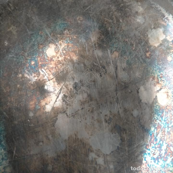 Antigüedades: ESPECTACULAR ANTIGUA BANDEJA METAL LABRADA CON FLORES 29 CM IDEAL CAPILLA VIRGEN SEMANA SANTA SELLO - Foto 22 - 269640213
