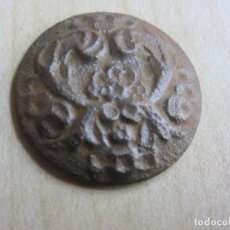 Oggetti Antichi: BOTÓN CON DECORACIÓN DE FLORES S XVIII-XIX. Lote 269693683