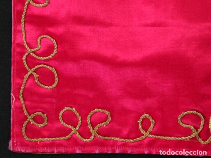 Antigüedades: Velo de cáliz confeccionado en seda bordada con hilo de oro. Hacia 1900. Mide 53 x 52 cm. - Foto 5 - 269749118