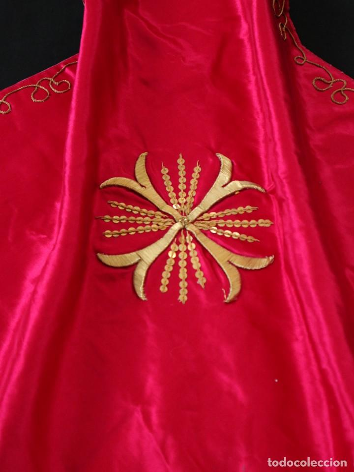 Antigüedades: Velo de cáliz confeccionado en seda bordada con hilo de oro. Hacia 1900. Mide 53 x 52 cm. - Foto 8 - 269749118