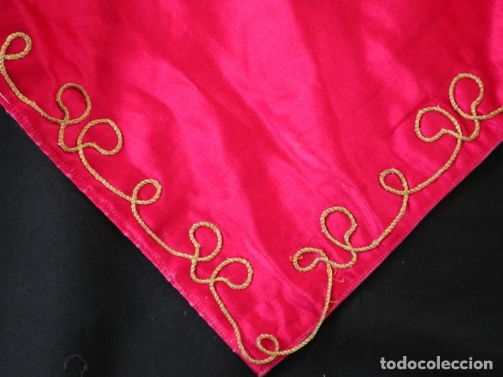 Antigüedades: Velo de cáliz confeccionado en seda bordada con hilo de oro. Hacia 1900. Mide 53 x 52 cm. - Foto 9 - 269749118