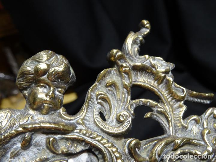 Antigüedades: Antiguo espejo bronce de mano tocador - Foto 2 - 269810778