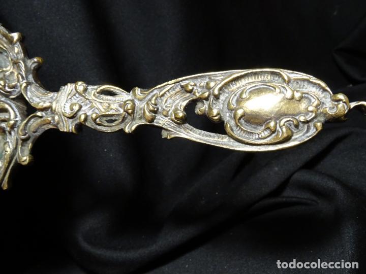 Antigüedades: Antiguo espejo bronce de mano tocador - Foto 5 - 269810778