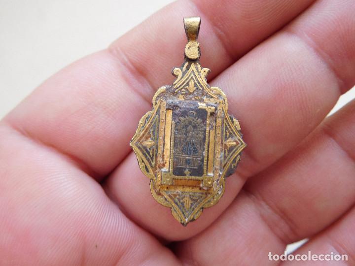MEDALLA DAMASQUINADA NTRA. SRA. DEL SAGRARIO DE TOLEDO (Antigüedades - Religiosas - Medallas Antiguas)