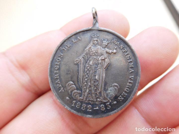 RARA MEDALLA DE PLATA APARICIÓN DE LA VIRGEN 1882 1883 (Antigüedades - Religiosas - Medallas Antiguas)
