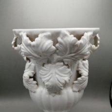Antigüedades: ANTIGUO JARRÓN PORCELANA DE MANISES. Lote 269821803