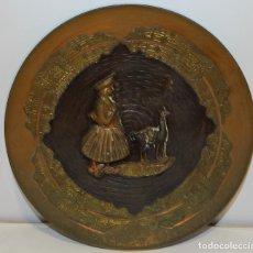 Antigüedades: PLATO DE COBRE REPUJADO DE PERÚ CON RELIEVES. Lote 269962418