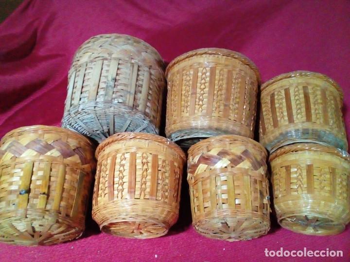 Antigüedades: lote de 7 macetas antiguas de mimbre y bambu - Foto 2 - 269976723