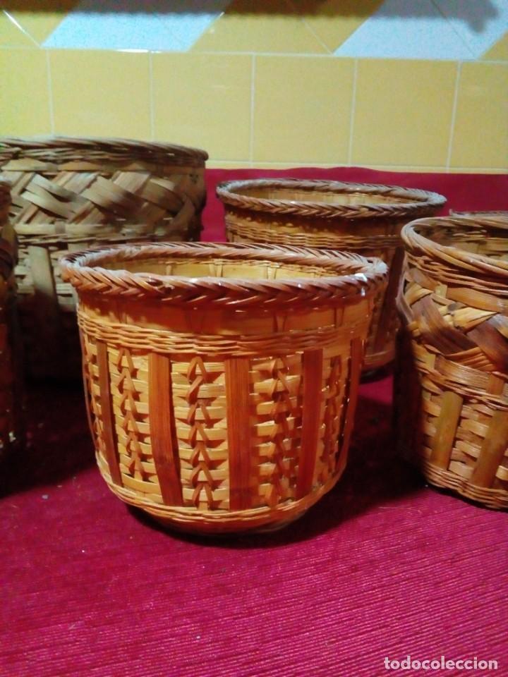 Antigüedades: lote de 7 macetas antiguas de mimbre y bambu - Foto 3 - 269976723