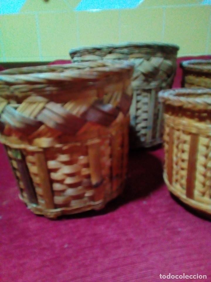 Antigüedades: lote de 7 macetas antiguas de mimbre y bambu - Foto 4 - 269976723