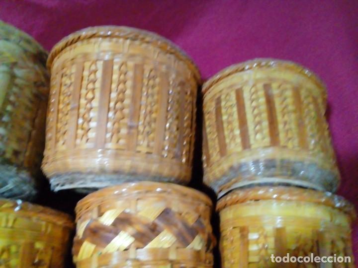 Antigüedades: lote de 7 macetas antiguas de mimbre y bambu - Foto 7 - 269976723