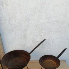 Antigüedades: PAREJA DE ANTIGUOS SARTENES CON PATAS. Lote 269983508