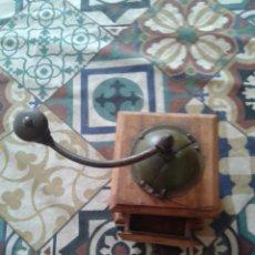 Antigüedades: MOLINILLO DE CAFE DE MADERA100 AÑOS. Lote 270117398