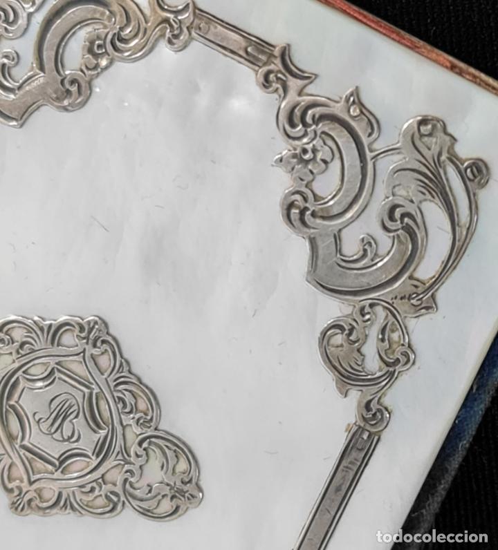 Antigüedades: Carné de baile, madreperla, moire, plata calada. S XIX Francia. 9.5x6cm - Foto 3 - 270121913
