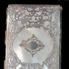 Antigüedades: CARNÉ DE BAILE, MADREPERLA, MOIRE, PLATA CALADA. S XIX FRANCIA. 9.5X6CM. Lote 270121998