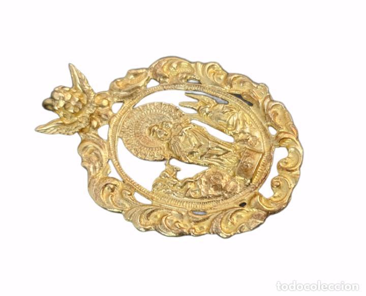 Antigüedades: Gran medalla Virgen del Pilar en plata dorada. 16gr 6x4cm - Foto 3 - 270127603