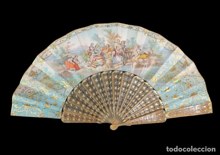 ABANICO ASTA, PIQUÉ ORO Y LITOGRAFÍAS COLOREADAS. HAND FAN. HORN, GOLD INLAY, LITHOS. CA 1850 27CM (Antigüedades - Moda - Abanicos Antiguos)
