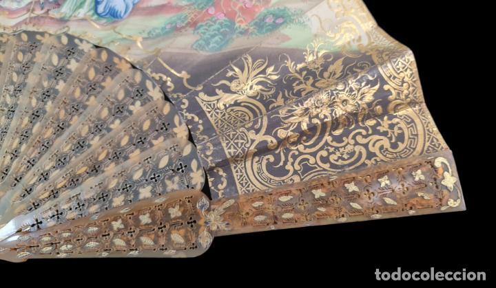 Antigüedades: Abanico asta, piqué oro y litografías coloreadas. Hand fan. Horn, gold inlay, lithos. ca 1850 27cm - Foto 8 - 270163538