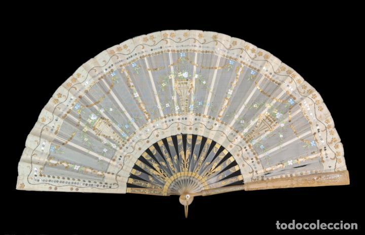 ABANICO ASTA, PIQUÉ, PAÍSTEXTIL. HAND FAN. HORN, GOLD INLAY, TISSU. CA 1850 24CM (Antigüedades - Moda - Abanicos Antiguos)