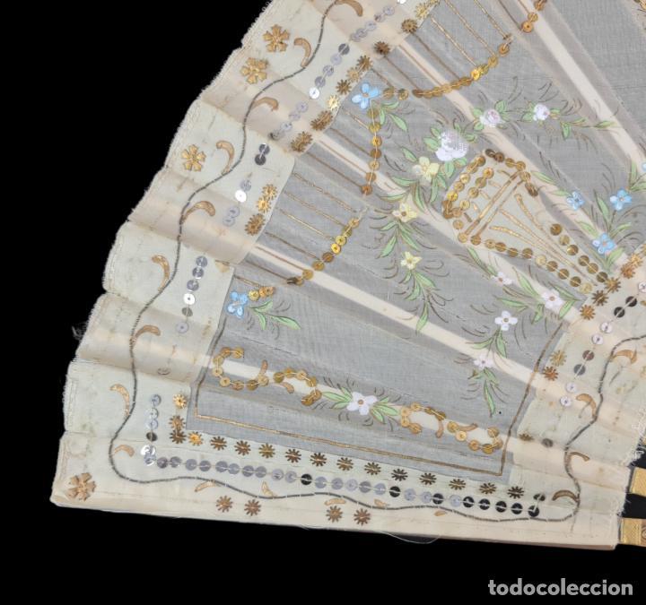 Antigüedades: Abanico asta, piqué, paístextil. Hand fan. Horn, gold inlay, tissu. ca 1850 24cm - Foto 2 - 270164983
