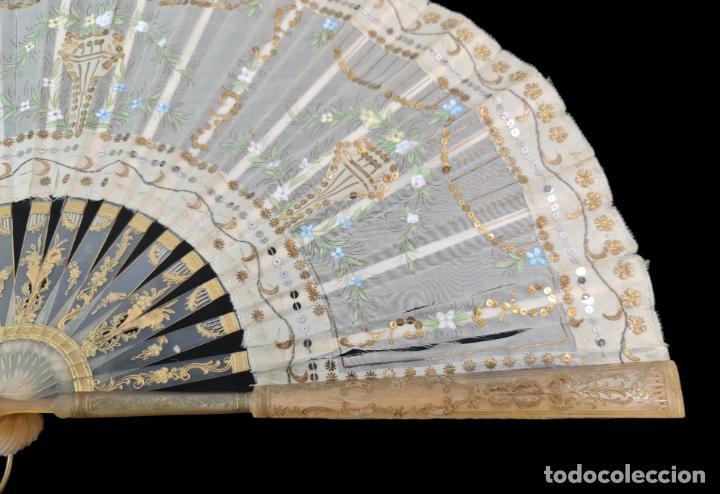 Antigüedades: Abanico asta, piqué, paístextil. Hand fan. Horn, gold inlay, tissu. ca 1850 24cm - Foto 6 - 270164983