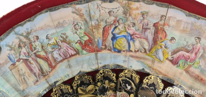 Antigüedades: Abanico en abaniquera. Madera policromada y papel litografías. - Foto 3 - 270166268
