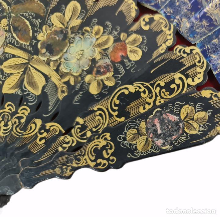 Antigüedades: Abanico en abaniquera. Madera policromada y papel litografías. - Foto 7 - 270166268