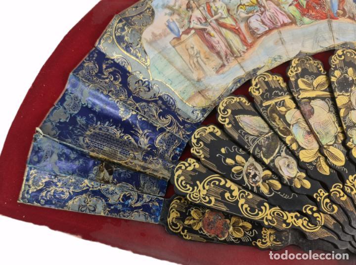 Antigüedades: Abanico en abaniquera. Madera policromada y papel litografías. - Foto 8 - 270166268