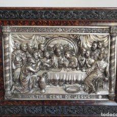 Antigüedades: CUADRO ANTIGUO RELIEVE EN METAL DE LA ÚLTIMA CENA. CON MARCO 64X47CM. Lote 270219043
