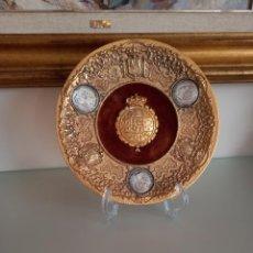 Antigüedades: PRECIOSO PLATO CON ESCUDOS DE ESPAÑA Y REALES. DUROS ALFONSO.. Lote 270228433