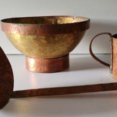 Antigüedades: ANTIGUOS UTENSILIOS DE BRONCE Y COBRE. VASO Y CUCHARON DE COBRE. SOPERA BRONCE. SIGLO XVIII. Lote 270241453