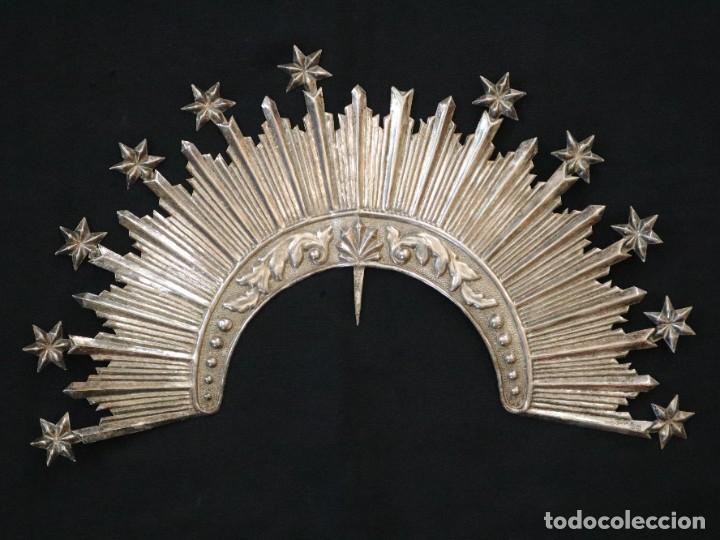 CORONA DE TAMAÑO NATURAL, ELABORADA EN METAL PLATEADO. PPS. S. XX. (Antigüedades - Religiosas - Orfebrería Antigua)