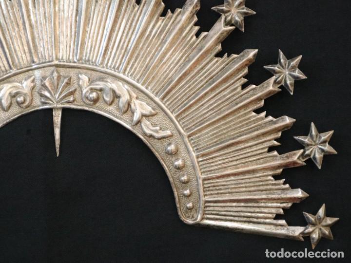 Antigüedades: Corona de tamaño natural, elaborada en metal plateado. Pps. S. XX. - Foto 4 - 270397318
