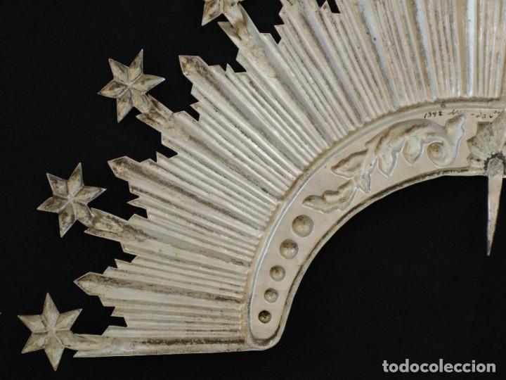 Antigüedades: Corona de tamaño natural, elaborada en metal plateado. Pps. S. XX. - Foto 6 - 270397318