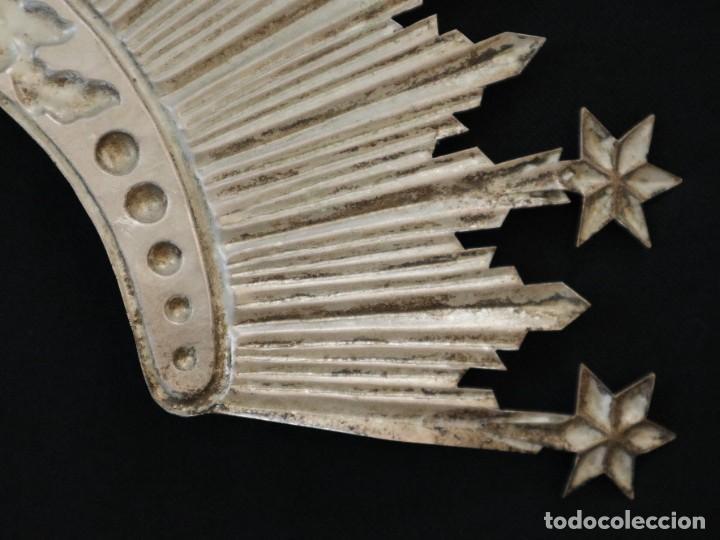 Antigüedades: Corona de tamaño natural, elaborada en metal plateado. Pps. S. XX. - Foto 8 - 270397318