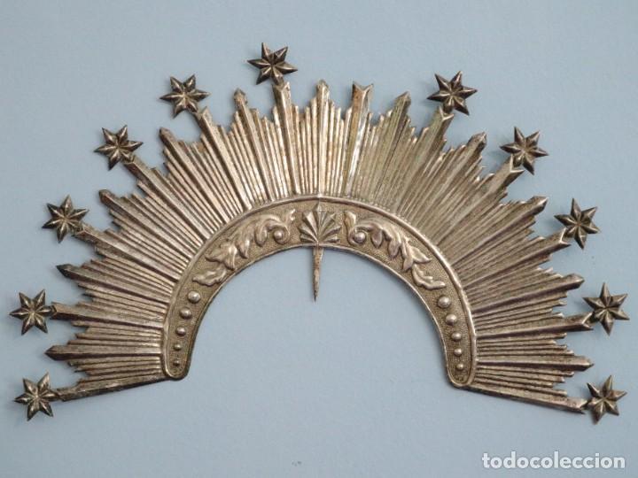 Antigüedades: Corona de tamaño natural, elaborada en metal plateado. Pps. S. XX. - Foto 9 - 270397318