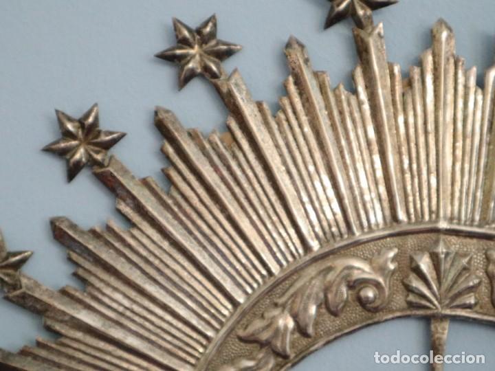 Antigüedades: Corona de tamaño natural, elaborada en metal plateado. Pps. S. XX. - Foto 11 - 270397318