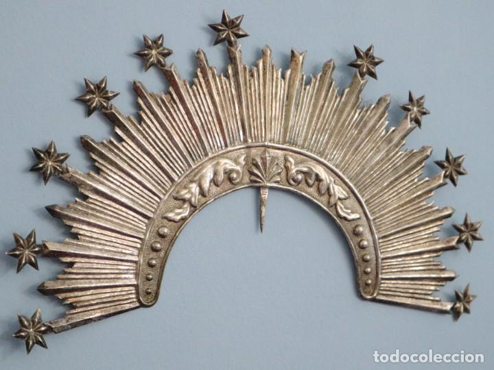 Antigüedades: Corona de tamaño natural, elaborada en metal plateado. Pps. S. XX. - Foto 16 - 270397318
