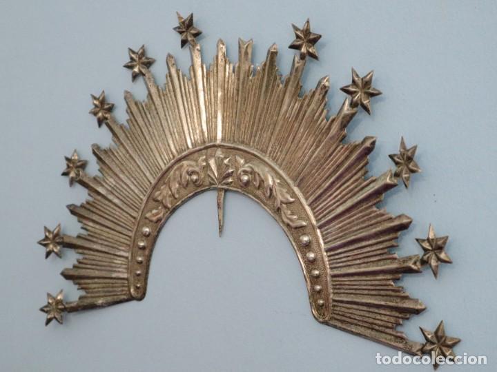 Antigüedades: Corona de tamaño natural, elaborada en metal plateado. Pps. S. XX. - Foto 17 - 270397318